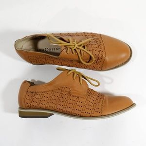 Urban Outfitters Oxfords Size 7 Tan Leather Shoes